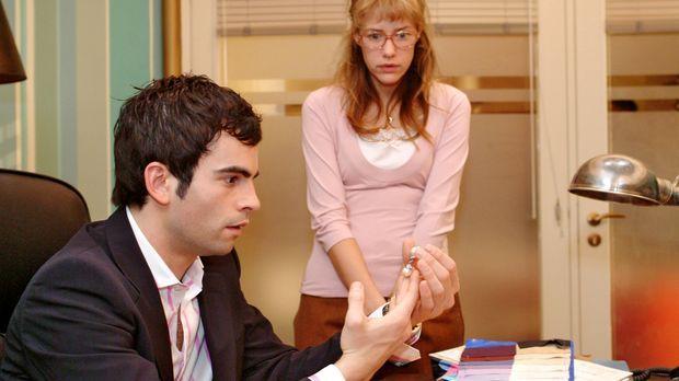 Lisa (Alexandra Neldel, r.) will die teuren Ohrringe, die sie von Blum gesche...