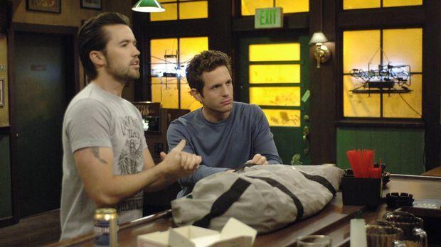 Mac (Rob McElhenney, l.) und Dennis (Glenn Howerton, r.) sind Feuer und Flamm...