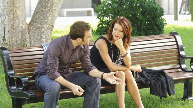 Während Kevin seine Beziehung mit Addison (Kate Walsh, r.) in Frage stellt, b...