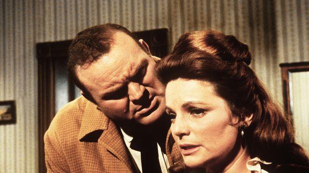 Hoss (Dan Blocker, l.) will Carol (Geraldine Brooks, r.) heiraten, obwohl sie...