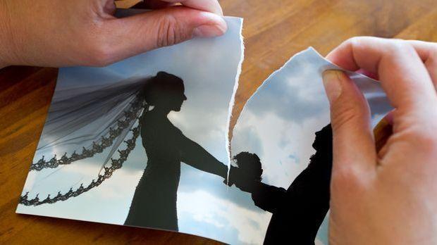 Scheidung Hochzeitsfoto zerreißen_dpa