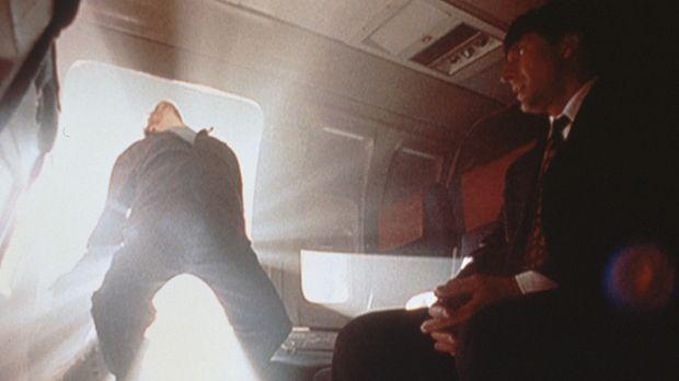 Max Fenig (Scott Bellis) wird von Außerirdischen entführt ... © TM +   2000 T...