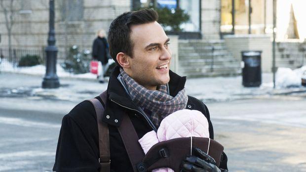 Einem homosexuellen und attraktiven Daddy (Cheyenne Jackson), der alleine in...