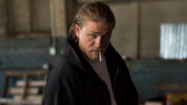 Um die Sons aus dem Waffengeschäft zu befreien, greift Jax (Charlie Hunnam) z...