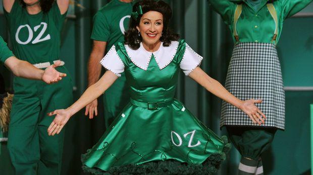 Frankie (Patricia Heaton, M.) erhält eine Rolle im Musical