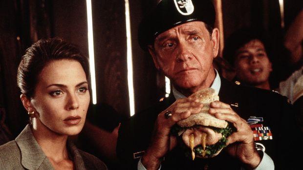 Schlechte Nachrichten: Benson (Lloyd Bridges, r.) und Ramada (Valeria Golino,...
