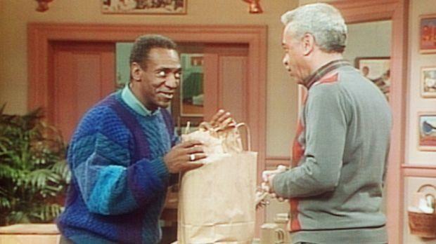 Cliff (Bill Cosby, l.) muss Diät halten, doch sein Vater Russell (Earle Hyman...