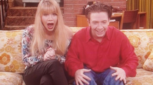 Kelly (Christina Applegate, l.) und Bud (David Faustino, r.) sind außer sich:...