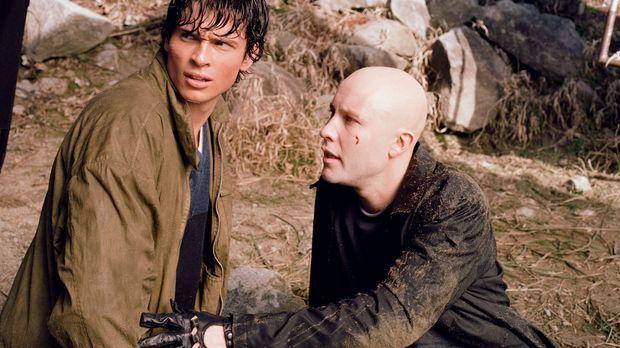 Als er und Clark (Tom Welling, l.) bei einem Autounfall auf wundersame Weise...