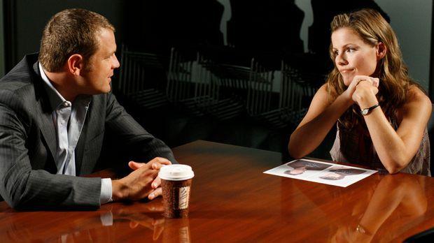 Was weiß Diana (Kathleen Robertson, r.) über den Mord an Mrs. Caffey? Scanlon...