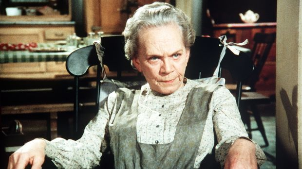 Ester (Ellen Corby) kennt die Kriegserlebnisse ihres Mannes in- und auswendig...