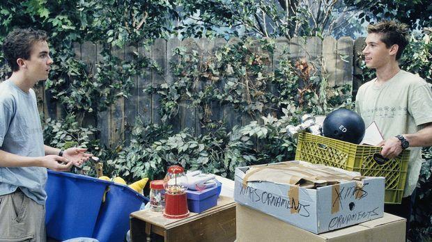 Um das Gerümpel in der Garage loszuwerden, organisieren Reese (Justin Berfiel...