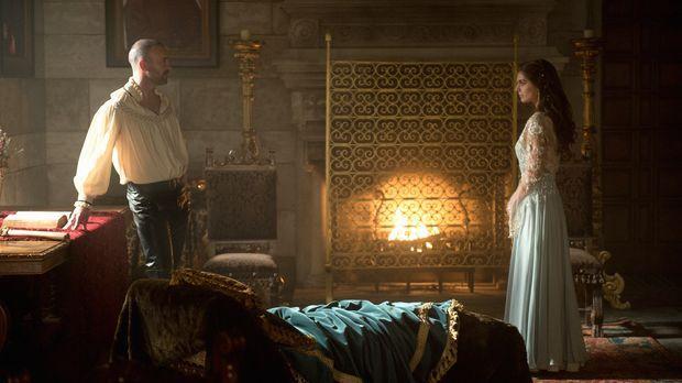 Mit einem erneuten Wutausbruch schüchtert Henry II. (Alan Van Sprang, l.) sei...