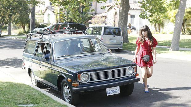 Jess (Zooey Deschanel) wird von ihren Mitbewohnern Schmidt und Nick davon übe...