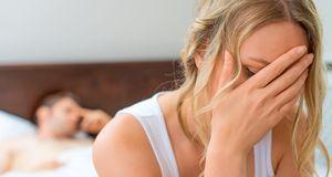 Enttäuschungen im Bett können durch eine Massage des Jen-Mo-Punktes vorgebeug...