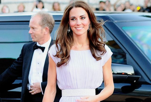 kate-middleton-11-07-09-weisses-kleid-getty-AFP
