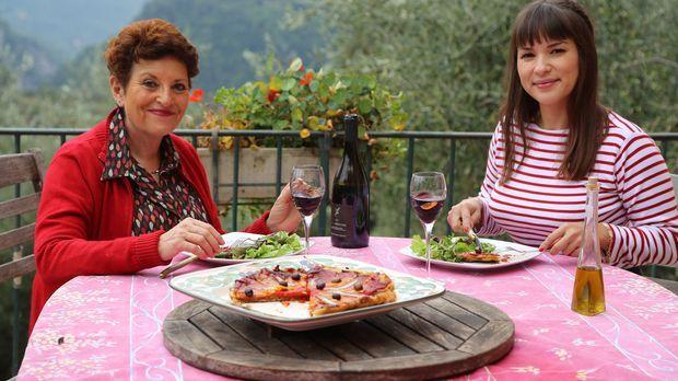 In der Provence besucht Rachel (r.) ihre Freundin Jaqueline (l.) auf deren Ol...