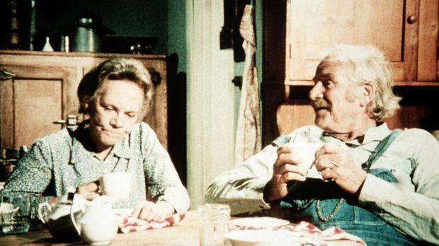 Die Großeltern Samuel (Will Geer, r.) und Ester Walton (Ellen Corby, l.) habe...