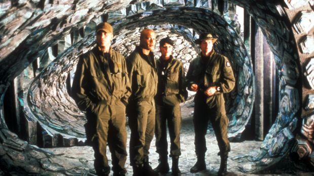 Auf dem Planeten P34353J treffen O'Neill (Richard Dean Anderson, l.), Teal'c...