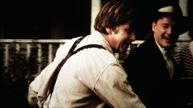 Anfangs freut sich John (Ralph Waite, l.) sehr über den Besuch von Tip Harris...