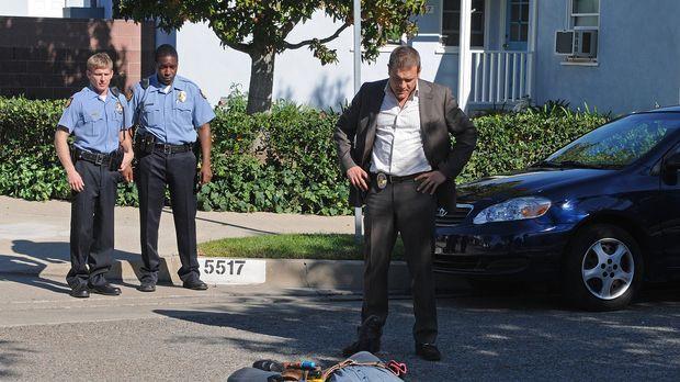 Als Officer Lee Scanlon (David Cubitt, r.) den verdächtigen Jeremy Kiernan (P...