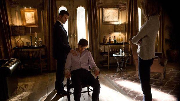 Während Elijah (Daniel Gillies, l.), Freya (Riley Voelkel, r.) und Hayley Tri...