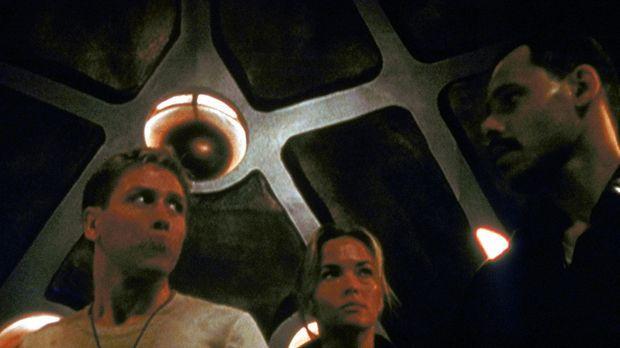 Captain Kimbro (Maurice Dean Wint, r.), Dr. Chomski (Brandy Ledford, M.) und...