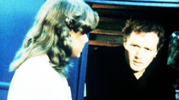Mary Ellen (Judy Norton-Taylor, l.) weiß als Krankenschwester, dass es Mike P...