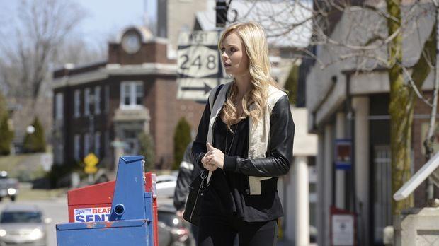 Vor Jahren verließ Elena (Laura Vandervoort) ihren Heimatort, um so weit es g...