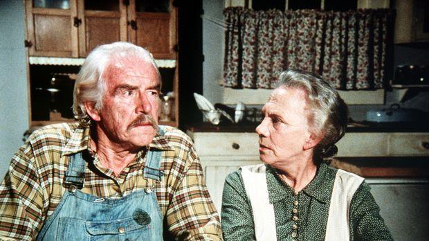Großvater Sam (Will Geer, l.) und Großmutter Ester (Ellen Corby, r.) sind übe...