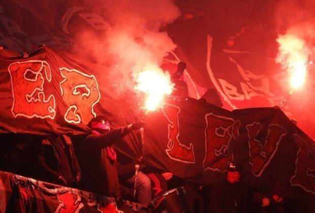 Bayer-Fans zündeten beim Spiel in Köln Pyrotechnik