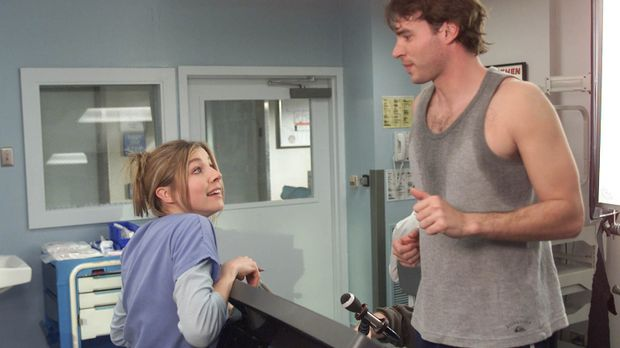 Elliott (Sarah Chalke, l.) macht ihrem neuen Patienten Sean (Scott Foley, r.)...