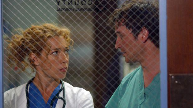 Stehen vor eine schwierigen medizinischen Entscheidung: Dr. John Carter (Noah...