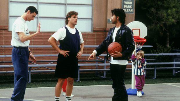 Danny (Bob Saget, l.), Joey (Dave Coulier, M.) und Jesse (John Stamos, r.) we...