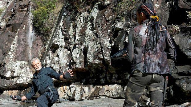 Commander Taylor (Stephen Lang, l.) wird von Mira überrascht und festgenommen...