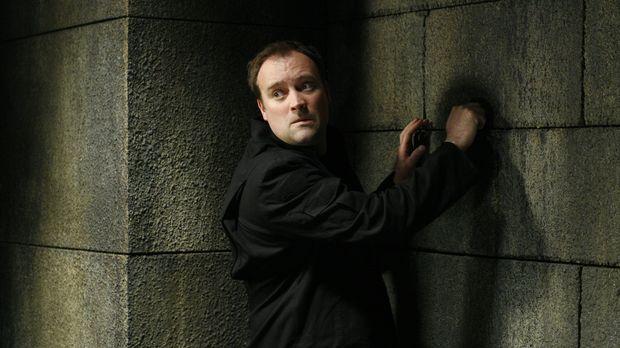 McKay (David Hewlett) und die Crew werden zu einem Treffen verschiedener mens...