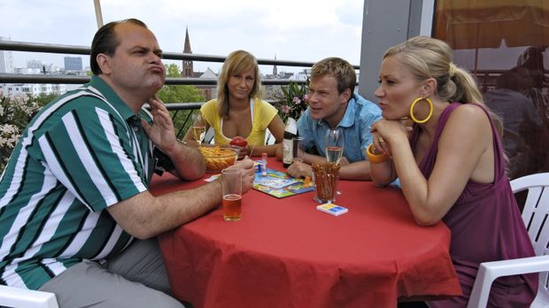 Markus (Markus Majowski, l.), Mathias (Mathias Schlung, 2.v.r.) und Janine (J...