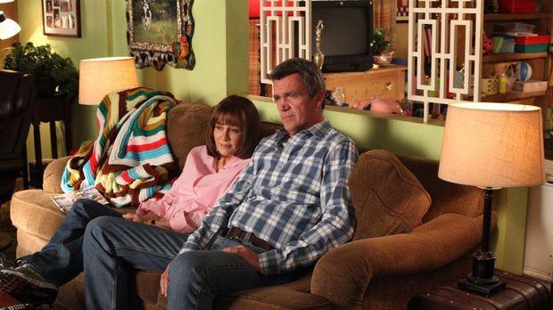 Frankie (Patricia Heaton, l.) und Mike (Neil Flynn, r.) müssen als Publikum f...