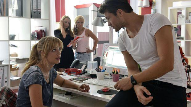 Mila (Susan Sideropoulos, l.) merkt, dass Nick ihr irgendwie fehlt - bis der...