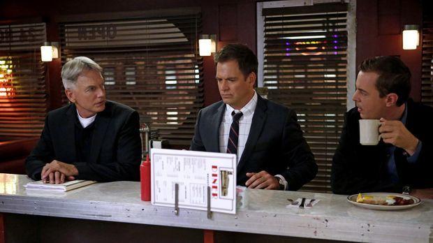 Gibbs (Mark Harmon, l.), Tony (Michael Weatherly, M.) und McGee (Sean Murray,...
