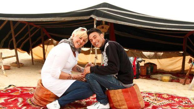 Eine Liebe in Tunesien: Meike (l.) und ihr Internetlover Mansour (r.) ... © S...
