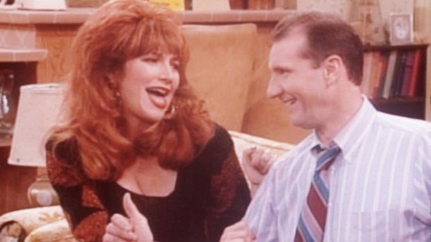 Al (Ed O'Neill, r.) und Peggy (Katey Sagal, l.) jubilieren: Sie haben den Nac...