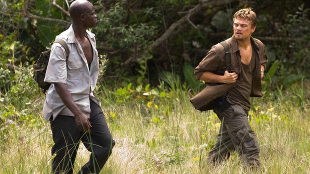 Auf der Flucht vor brutalen Rebellen: Danny Archer (Leonardo DiCaprio, r.) un...