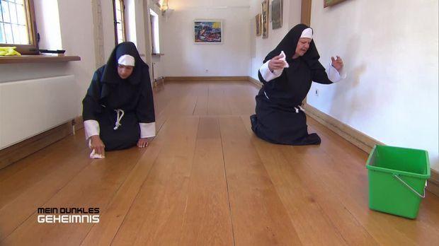 Vorschau: Mädchen hinter Klostermauern