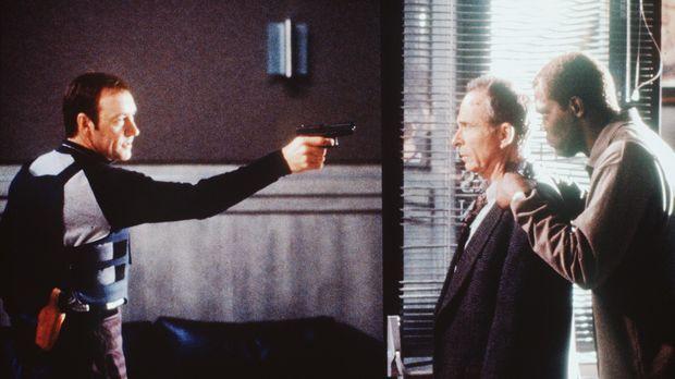 Weil Geiselspezialist Danny (Samuel L. Jackson, r.) unter Mordverdacht steht,...