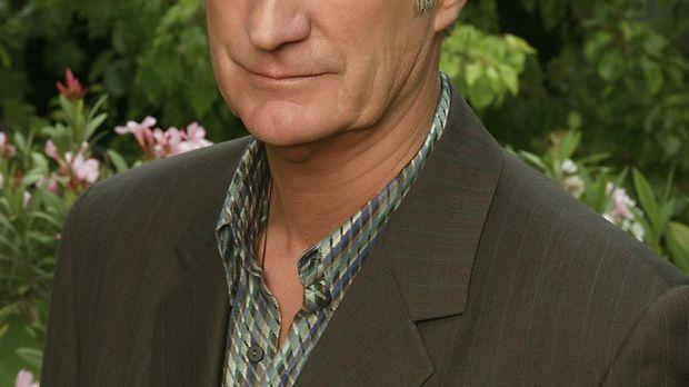 Gelingt es Hal Thorne (Bryan Brown), der neue Mann an Roses Seite zu werden?...