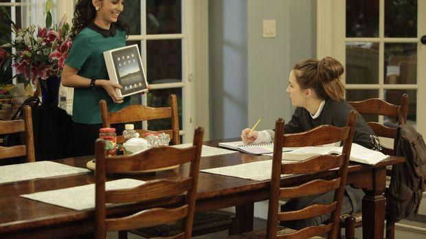 Mandy (Molly Ephraim, l.) heimst die Belohnung ein, die eigentlich Eve (Kaitl...