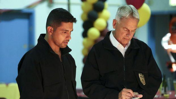 Gibbs (Mark Harmon, r.) und Torres (Wilmer Valderrama, l.) finden nach einer...