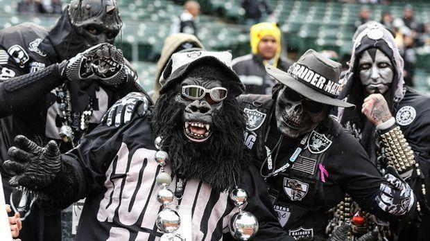 Oakland-Raiders-Fans-940