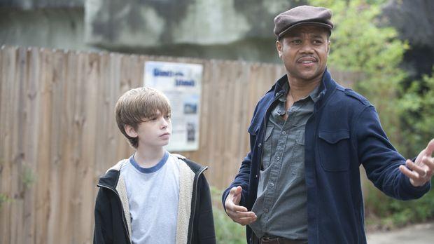 Mit Hilfe von James (Austin Abrams, l.) erhofft sich Lewis Hicks (Cuba Goodin...